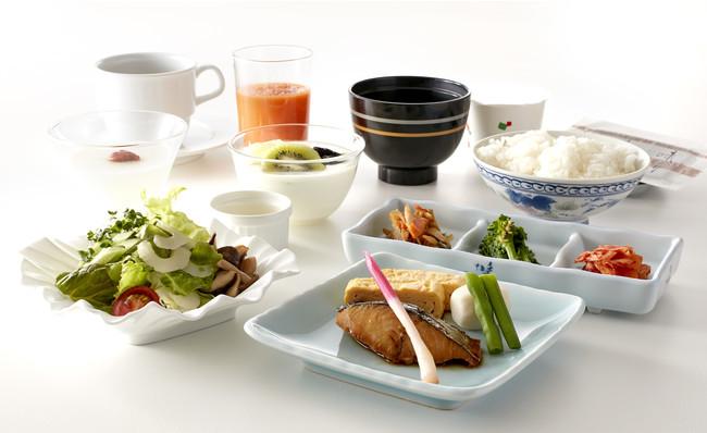 鰆の照り焼きや菜の花お浸しなど、季節の食材を和食仕立てでご提供いたします。