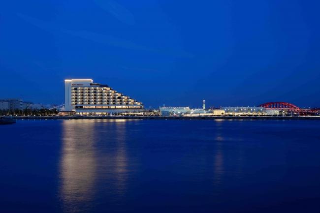 「神戸みなと温泉 蓮」が立つ神戸港新港第1突堤