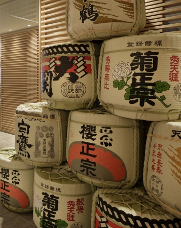 灘五郷の酒樽(神戸みなと温泉 蓮)