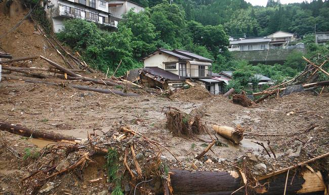 大分県日田市は市全体が山に囲まれており土砂崩れなどが頻発している。今回の実証地である日田市中津江村では、2020年7月の豪雨で孤立集落も発生している。