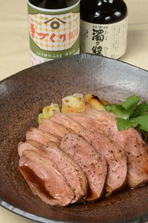 ソースには濃厚な味わいの「湯浅手づくり醤油」とあっさりとした「濁り醤」の2種類を使用