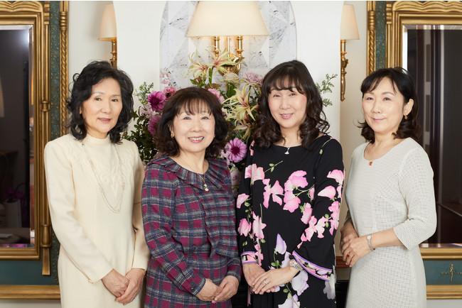 左から 取締役専務 平山玲子、会長 井野洋子、代表取締役社長 松浦真須美、取締役副社長 里見福恵