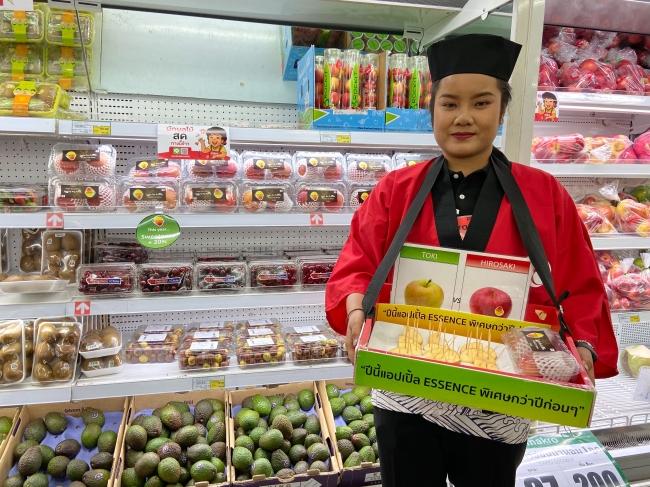 タイのスーパーにおける日本産リンゴのサンプリング
