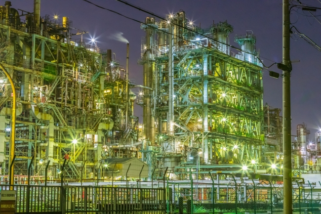 川崎の工場地帯の夜景。幻想的。