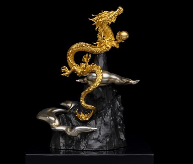 〈K24昇り龍〉(約125g、高さ約20.0cm) 税込3,861,000円