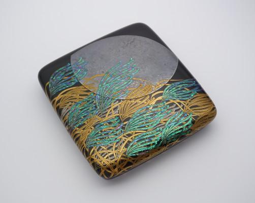 「秋月蒔絵硯箱」 D220×W205×H47mm 木、漆、金、銀、貝、四分一、銅、鉛