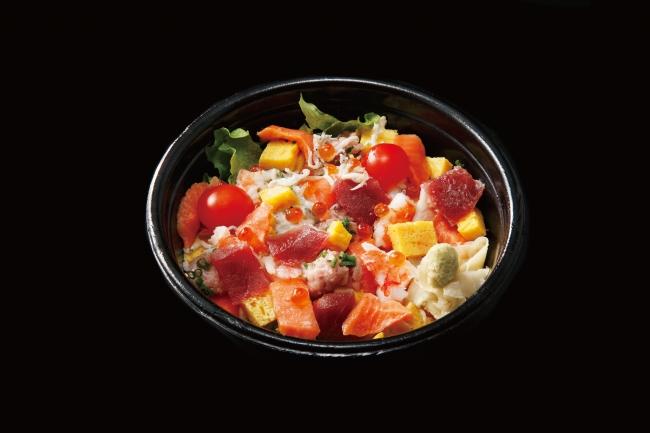 <京樽>海鮮彩りサラダ丼 税込950円 530kcal 七色の食材を敷きつめて、見た目もおなかも大満足のどんぶりです!