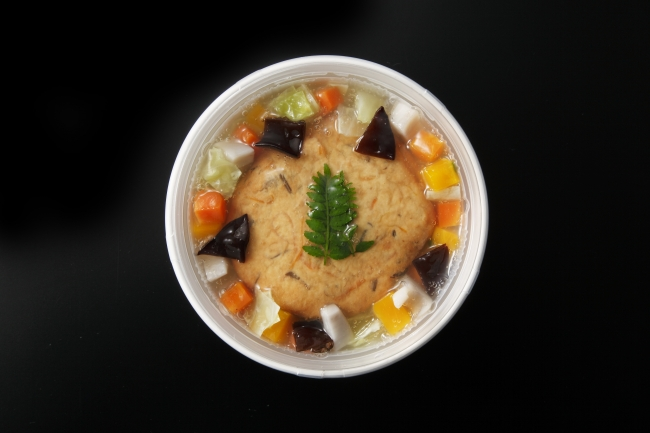 <京都 吉兆>ひろうすと野菜の五穀米丼 税込1,080円 474kcal  吉兆特製のひろうすと彩り豊かな蒸し野菜のヘルシー餡かけ丼。