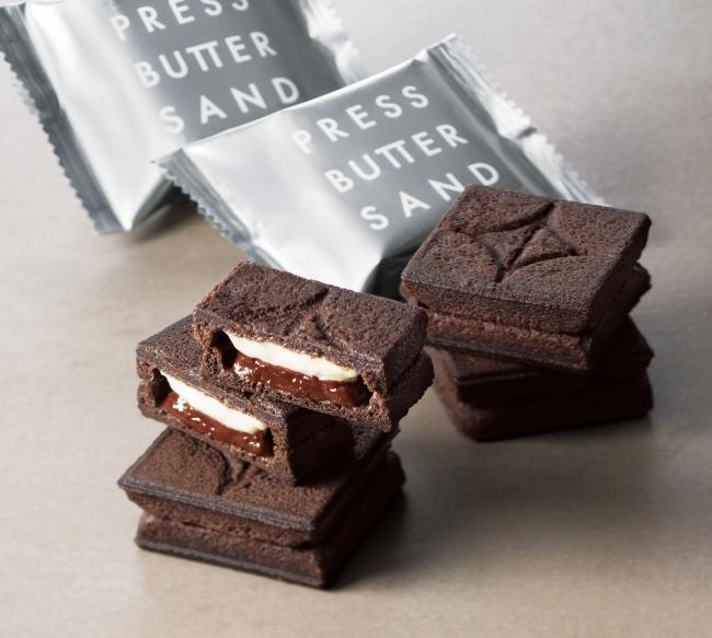 ココアクッキーでチョコキャラメルをサンドした<黒>が登場