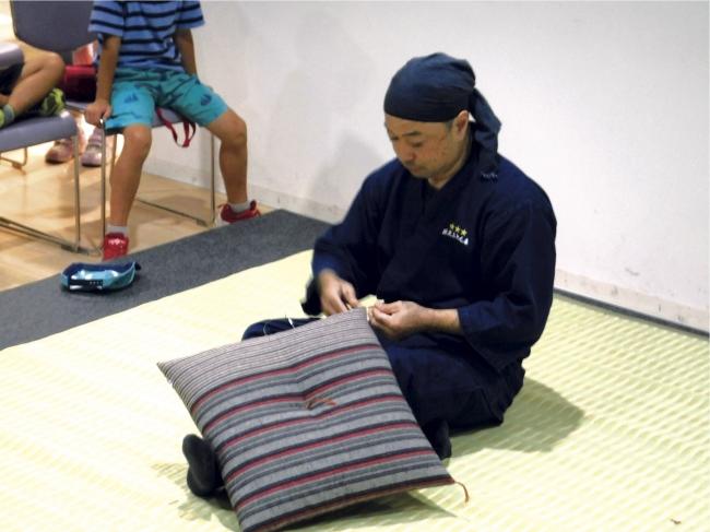 小座布団製作実演(清水区)
