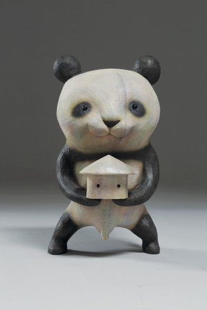 田島 享央己「パンダサロメ」 20.0×11.5×11.5cm、樟、アクリル絵具