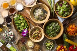 武蔵野地区で採れた夏野菜を取り入れたサラダバー