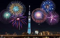東京スカイツリー(R)と花火