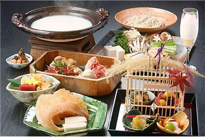 鱶鰭(ふかひれ)と川俣シャモの コラーゲンたっぷり鍋