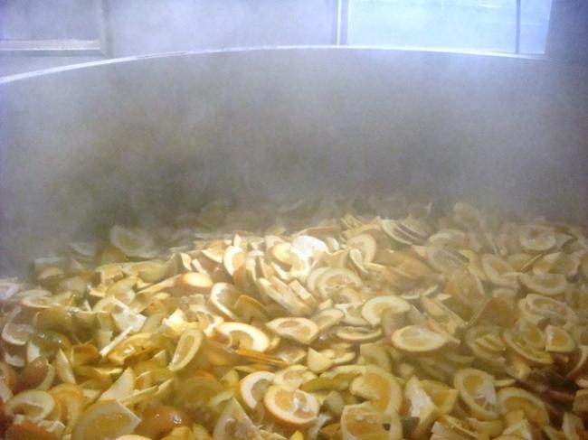 火を入れると香りも風味も一気に華やかになるオレンジで、マーマレードにも使われています