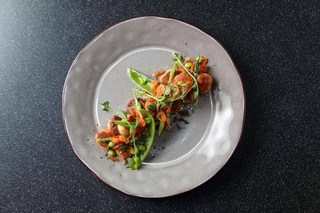 愛媛産里芋の焼きニョッキ  緑豆と桜エビのバターソース