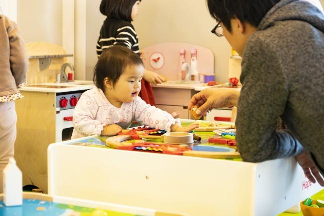 おもちゃ会社「KAWADA」プロデュースの木製おもちゃ「HAPE」体験遊びスペース