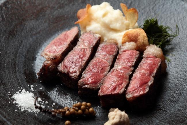 北海道産十勝短角牛サーロインの炭火焼 山川わさびと純胡椒のコンディマン ¥6,800