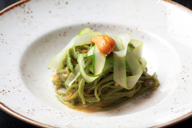 北海道産生うにとグリーンアスパラガスのクリームソース ほうれん草を練り込んだスパゲッティ ¥3,200