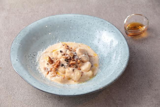 ゴルゴンゾーラ、胡桃のクリームニョッキ シャテニエの蜂蜜添え 1,500円
