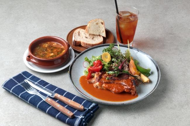 日替わりランチ 1,300円(スープ、パンまたはライス、ドリンク付き)