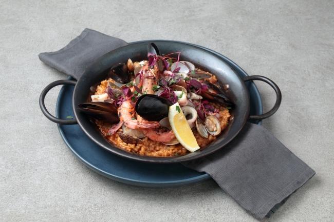 魚介とホロホロ鶏のパエージャ・ミクスタ 2,500円