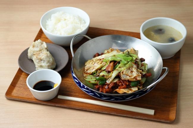 週替わり中華定食メニュー 1,100円 (焼売2ケ、ご飯、スープ、ザーサイつき)