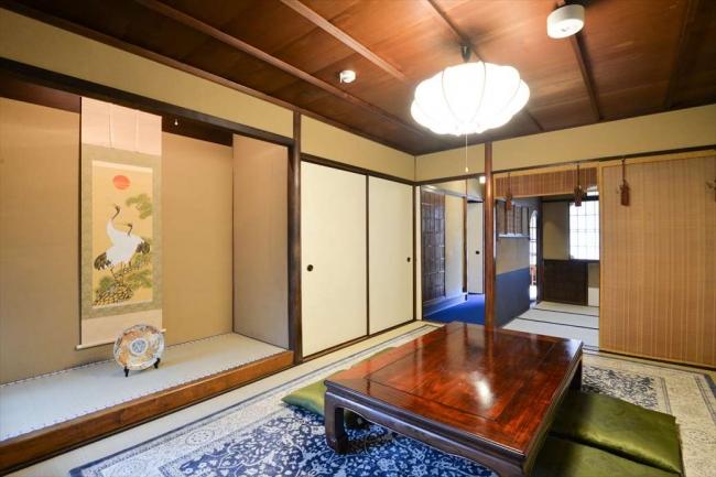 青龍邸の居間