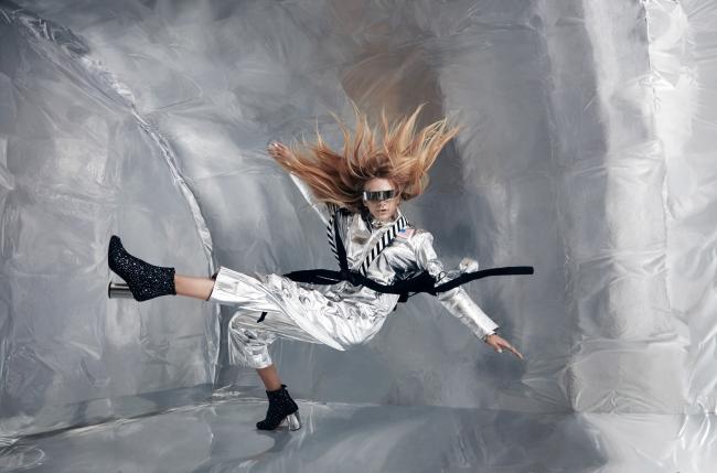 無重力空間でポーズをとるスタヴ ストラスコ 提供:若井玲子×Wixドリームフォトキャンペーン