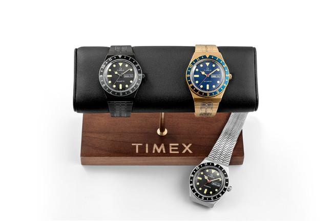 ディスプレイ用のTIMEXロゴ入り『ウォッチ・スタンド』。腕から外した時計をスマートに、 オシャレに保管できるアイテム。