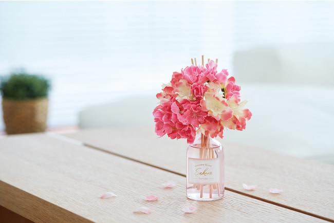 お部屋に彩りと香りを添えるフラワーリードディフューザー