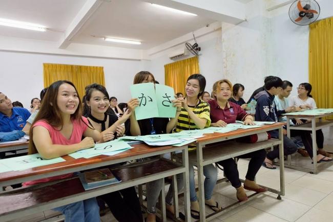 学研の教育プログラムを提供(日本語や介護の学習教材)