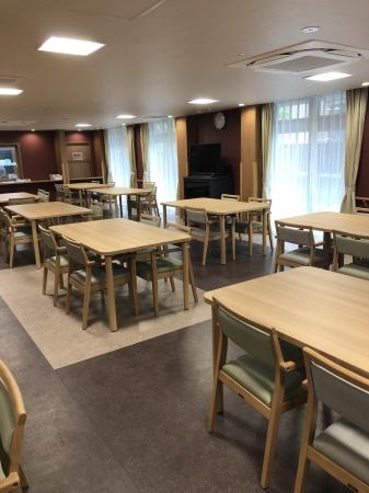 共用食堂:和食を中心に、管理栄養士監修の栄養バランスがとれた食事を1食からオーダーできます。外食も出前も自由で、キッチン付きの居室では自炊も出来ます。