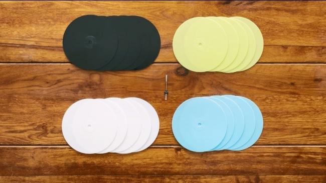 ▲追加注文のレコードは4色から選べ、1袋5枚入り。カッティング針は1本から注文できます。
