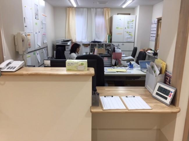 ▲事務所(イメージ) 24時間ケアスタッフが常駐。 多職種連携で入居者の情報を把握・共有しサポートします。