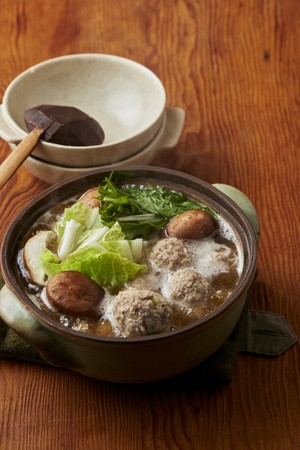 ▲平日の夕食は、低糖質食材を切って煮るだけの鍋料理がおすすめ!「豚団子のしょうゆ鍋」