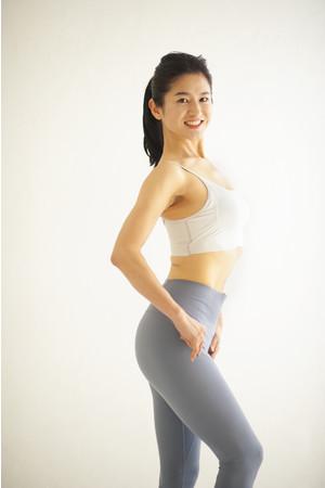 42歳で、自分史上最高の美ボディをキープ!「おしり筋伸ばし」を行うことで、産後の体力回復も体形戻しもスムーズだったそう。