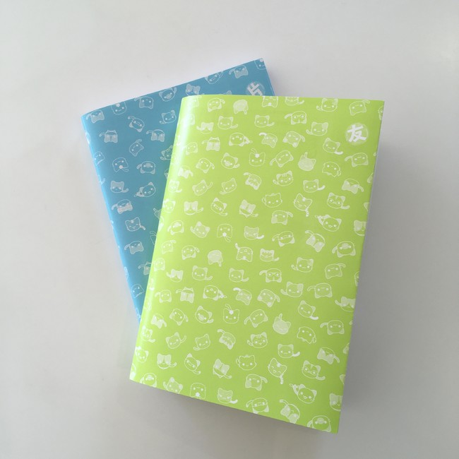 ▲ブックカバー(上の黄緑色のブックカバーが『友だち術』、下にある水色のブックカバーは同時発売の『5分でわかる片づけ術』のカバー裏面