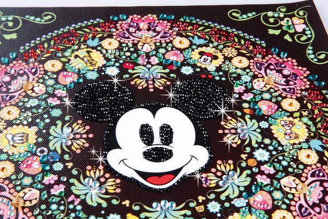 人気運の象徴のミッキーマウスを中心とした素敵な模様 (C)︎Disney