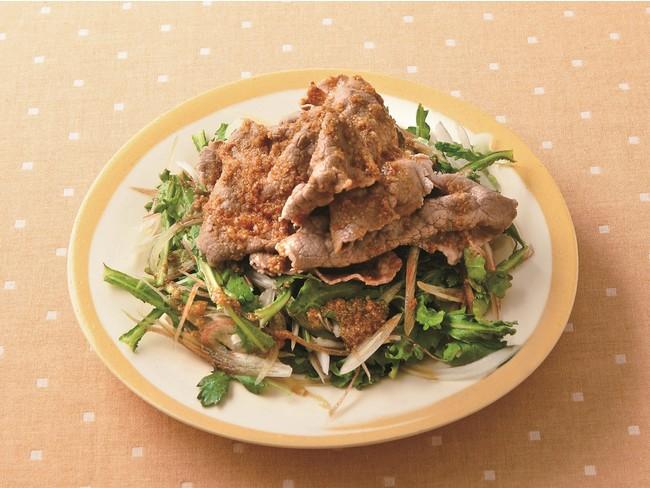 ▲カロリー・塩分・脂質・コレステロール控えめの「牛しゃぶサラダ」。脂を落とす調理法で、香味野菜やポン酢の風味を生かした減塩レシピです