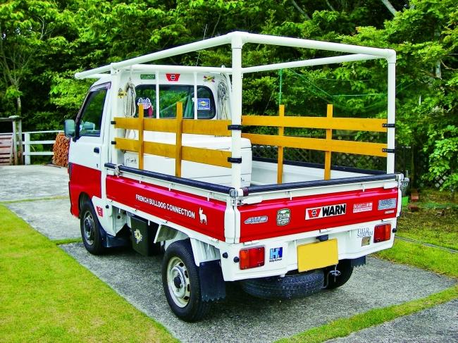 長尺の木材を載せるのに便利なフレームを装備。オリジナルの塗装もオシャレ!(千葉県・山本さん製作)
