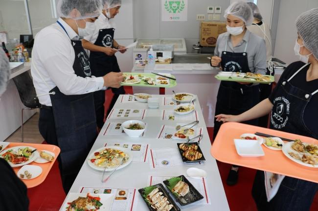 様々な部門の代表者が審査。多様な視点からレシピを選考