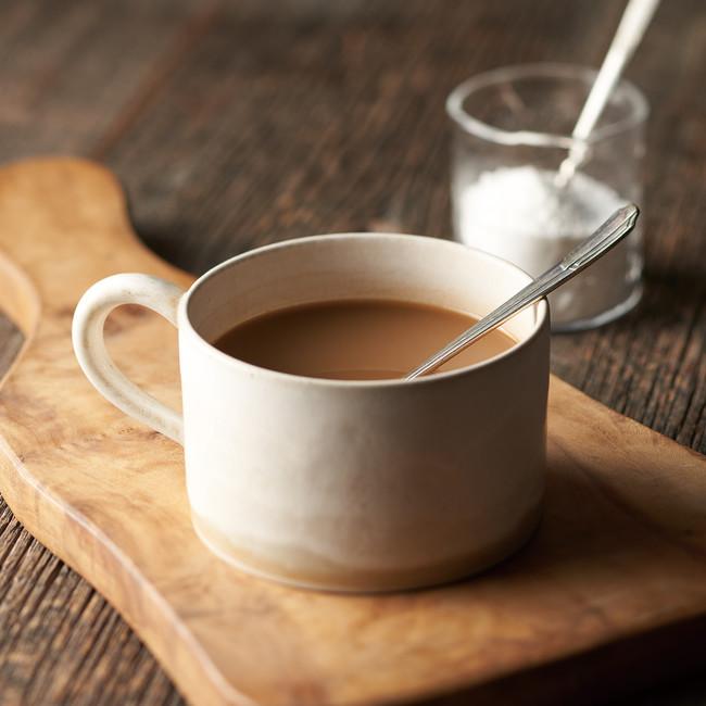 ミルクと砂糖を加えてミルクコーヒーに