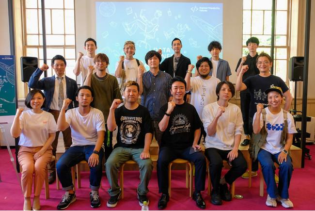 7月14日に福岡市が開催した記者発表会に参加するヌーラボ社員。中段左から二番目:岩上、中段真ん中:鶴田。