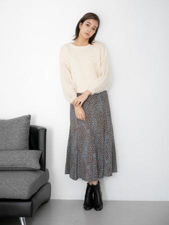 knit ¥14,300(税込) skirt ¥12,100(税込)