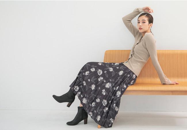 cardigan ¥6,000+tax skirt ¥16,000+tax