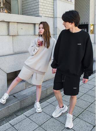 tops ¥9,900 pants ¥8,800