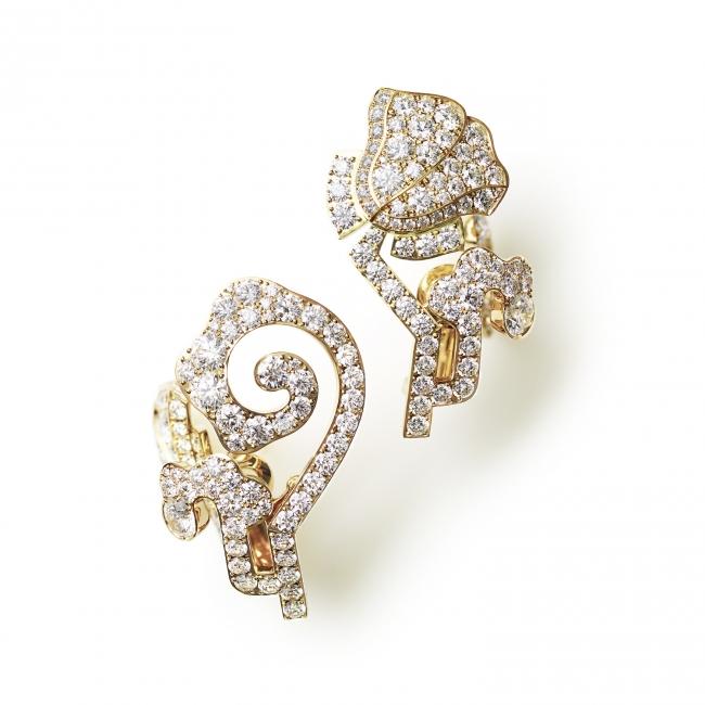 「唐花 KARAHANA」。美しい曲線が連なり、永遠の象徴として伝わる唐花文様から生まれたコレクション。(750YG, Diamond)