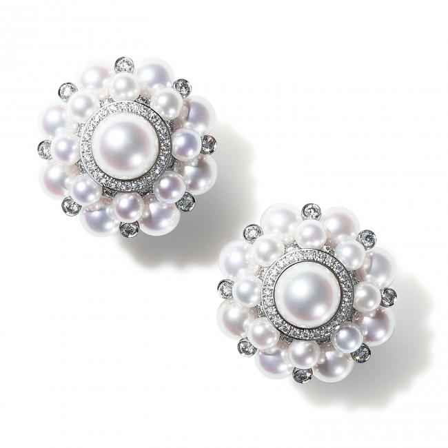 無調色にこだわり、パール本来の美しさを世界に伝えるために生み出されたNIWAKAのパールジュエリーのイヤリング。(750WG, Pearl, Diamond)