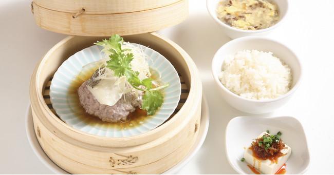 本日の鮮魚のスチーム定食(小鉢・ライス・スープ・ザーサイ付き) ¥1,200(税抜)